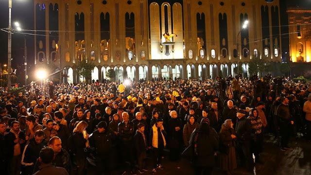 Грузины протестуют против узурпации власти, после того как режим Иванишвили опять обманул их