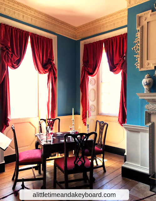 Elegant colonial parlor featuring dental molding at the William Paca House in Annapolis, Maryland