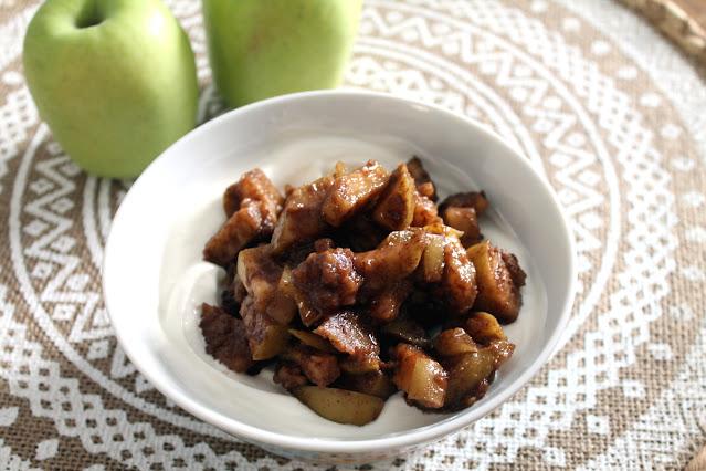 Yogurt griego con manzana especiada