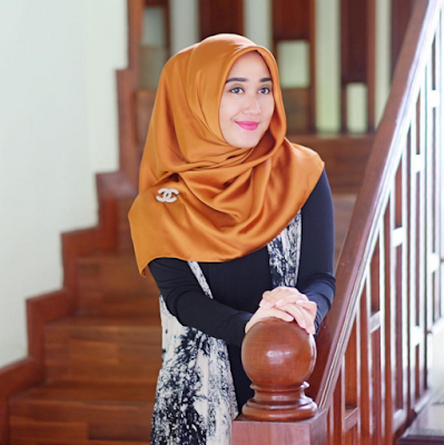 Tutorial Memakai Hijab Segi Empat untuk Sehari-Hari