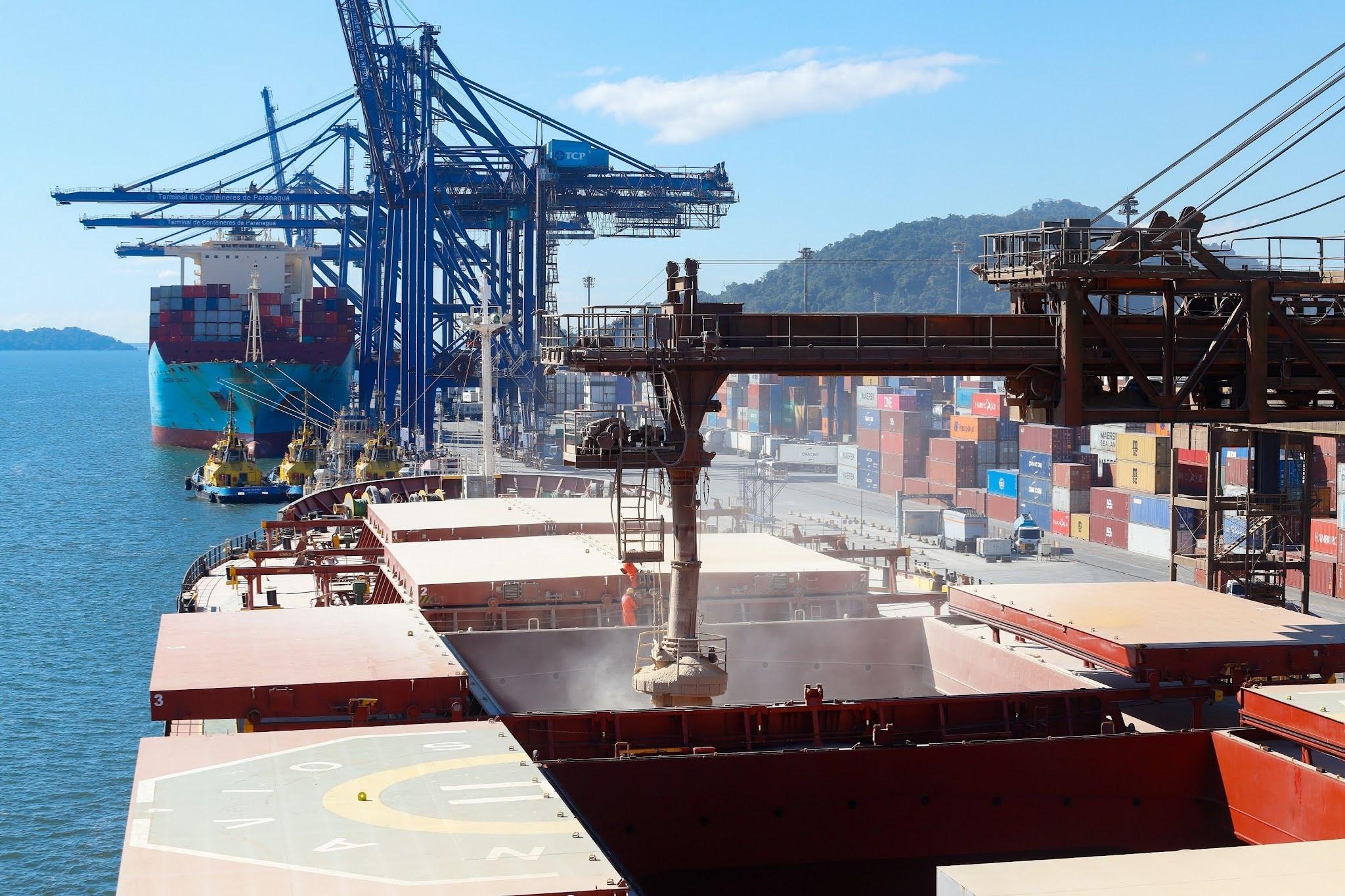 Movimentação geral de cargas cresce 13% em julho nos portos paranaenses