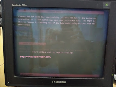 memperbaiki layar monitor pink merah