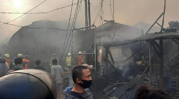 Walkot Jakpus: 136 Lapak-40 Kios di Pasar Kambing Tanah Abang Terbakar