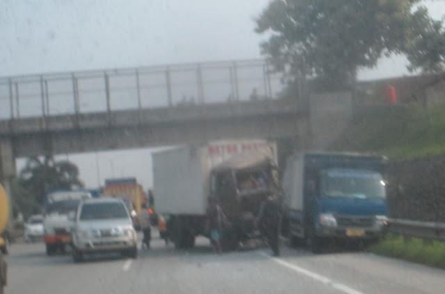 Kecelakaan di Tol Lingkar Luar Km 44 Jati Asih - Bekasi