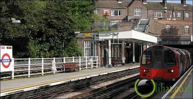 Melahirkan Di Stasiun Kereta Bawah Tanah, London