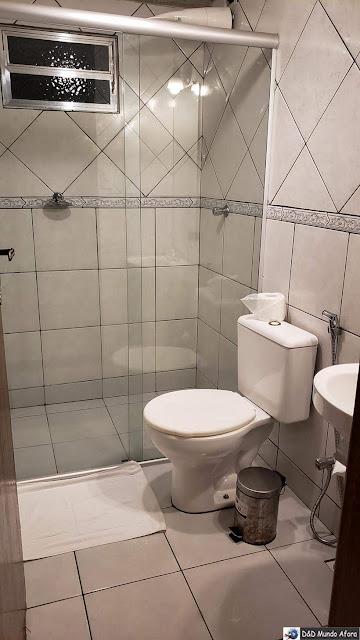 Banheiro do nosso quarto na Pousada Arcadia Mineira