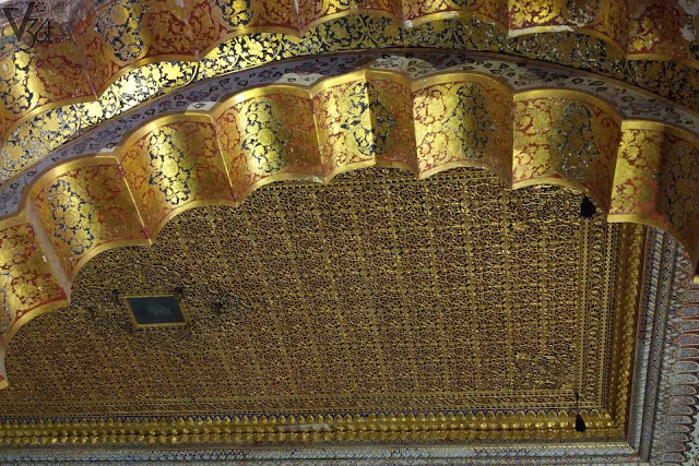 Gold filigree ceiling of Phool Mahal