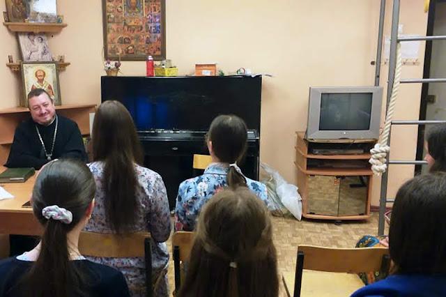 Лекция в молодежной группе Никольского храма в день памяти святых равноапостольных Кирилла и Мефодия
