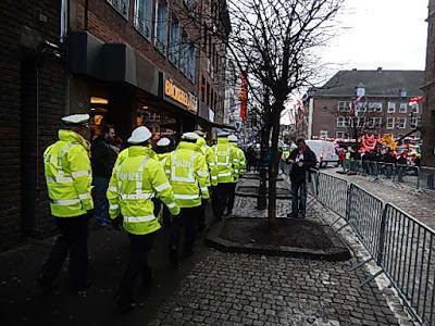 http://www.rp-online.de/nrw/panorama/test-polizei-in-nrw-traegt-bodycams-aid-1.6747179