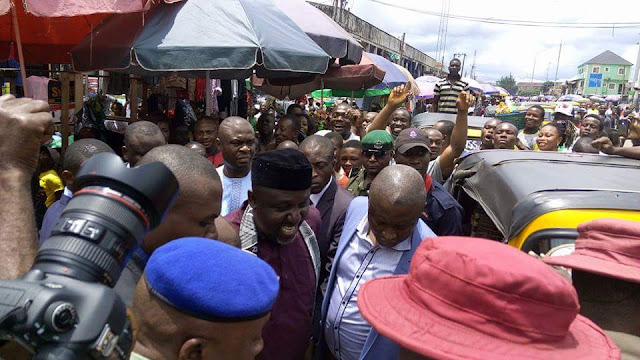 Okorocha escapes mobbed cheers in Owerri (photos)