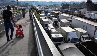 Autônomo só no nome: Caminhoneiro é explorado por empresas de transporte