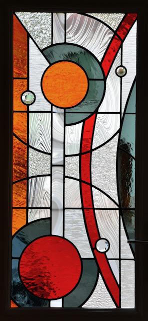 Vitrail contemporain porte intérieure, vitrail au plomb, vitrail sur mesure, vitrail personnalisé, pièces uniques, atelier Ariège, vitrail moderne
