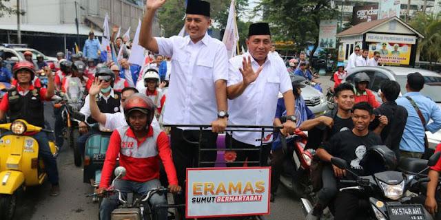 Bakal calon gubernur Sumatera Utara Edy Rahmayadi (kanan) bersama bakal calon wakil gubernur Musa Rajeckshah (kiri) naik becak saat akan mendaftar ke KPU Sumut, di Medan, Sumatera Utara, Senin (8/1/2018). Edy Rahmayadi - Musa Rajeckshah (ERAMAS) yang diusung Partai Gerindra, PKS, PAN, Partai Golkar, NasDem dan Hanura, mendaftar ke KPU untuk maju dalam Pemilihan Gubernur-Wakil Gubernur Sumut periode 2018 - 2023