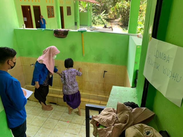 Mahasiswa KKN UMP T AKB 004 Gelar  Lomba TPQ Al-Ikhlas Muntukdawung Kebumen