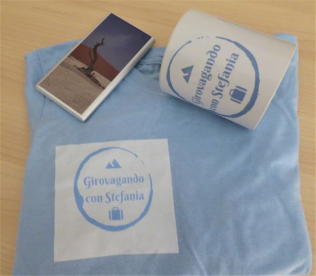 t-shirt personalizzata su gocustomized con mug e power bank