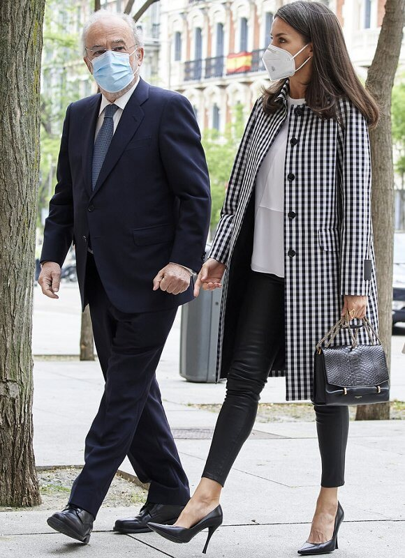 Queen Letizia wore a new checked waterproof raincoat from Mirto, and black nappa leggings from Uterque