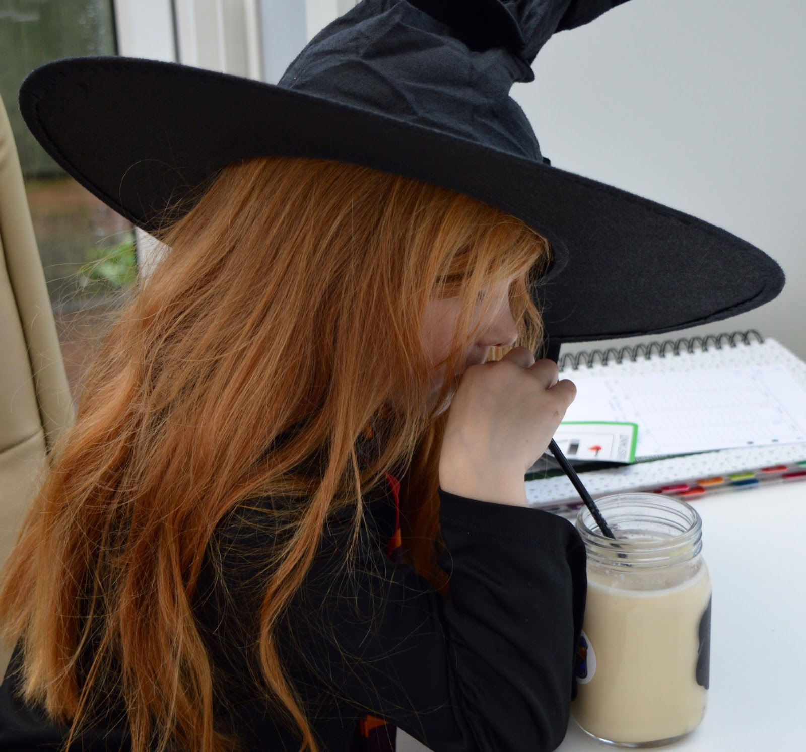 How to make Butterbeer in your Slow Cooker - a recipe with Yazoo flavoured milk - witch drinking butterbeer
