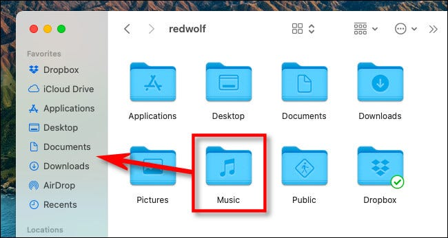 """على جهاز Mac ، اسحب رمز مجلد """"الموسيقى"""" إلى الشريط الجانبي."""