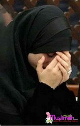 Gambar Kehidupan Gambar Wanita Berhijab Sedih Dan Kecewa