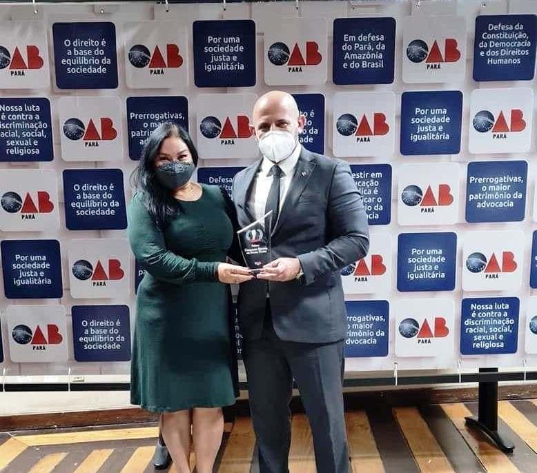 Primeiro Prêmio Ubirajara Filho é entregue a advogado que quer dirigir a OAB