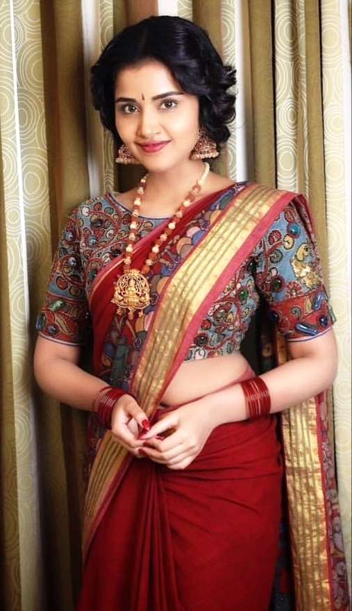 Anupama Parameswaran in Saree - Navel Show of Anupama Parameswaran