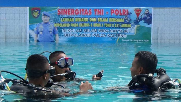 Tingkatkan Sinergitas, TNI-POLRI Gelar Latihan Renang Dan Selam Bersama