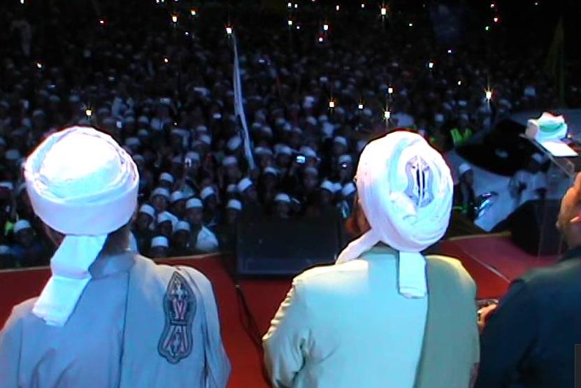 16 Lembaga Fatwa Negara-negara Islam Memperbolehkan Maulid, Hanya Wahhabi Yang Melarang