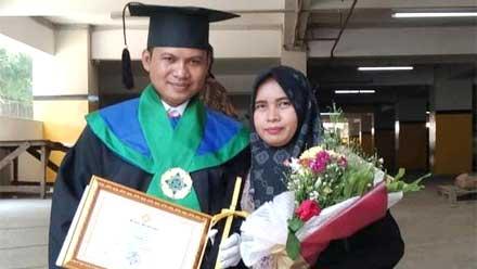 Mustofa Ali Jadi Wisudawan Terbaik Universitas Pamulang