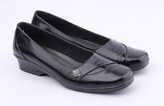 Sepatu kerja wanita,sepatu kerja wanita model wedges,grosir sepatu kerja wanita,sepatu pantofel wanita kulit,sepatu formal kulit asli,gambar sepatu kerja wanita hitam