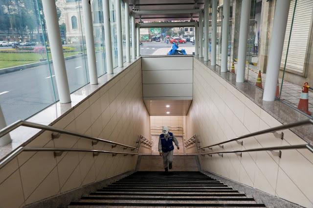 Lối lên xuống nhà ga metro số 1