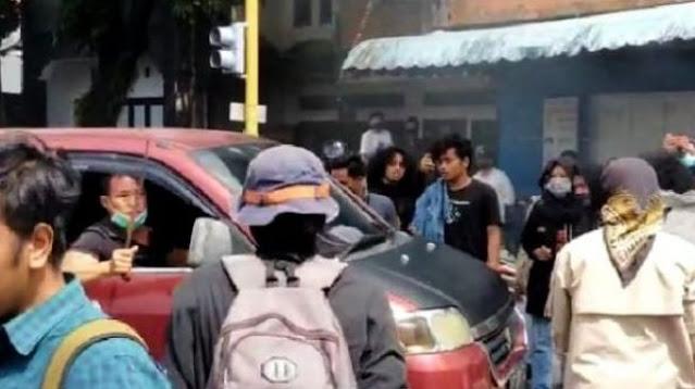 Jalan Dihalangi, Emosi Pengendara di Parepare Ini Bikin Pendemo Ngibrit