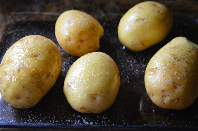 Easy-Fully-Loaded-Baked-Potatoes-Yukon-Gold-Sea-Salt-Oil.jpg