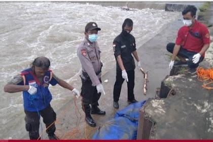 Mr X mengampung di sungai Brantas plandaan Jombang