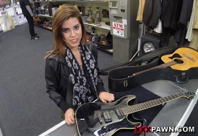Pawnstar meets a rockstar – XXX Pawn