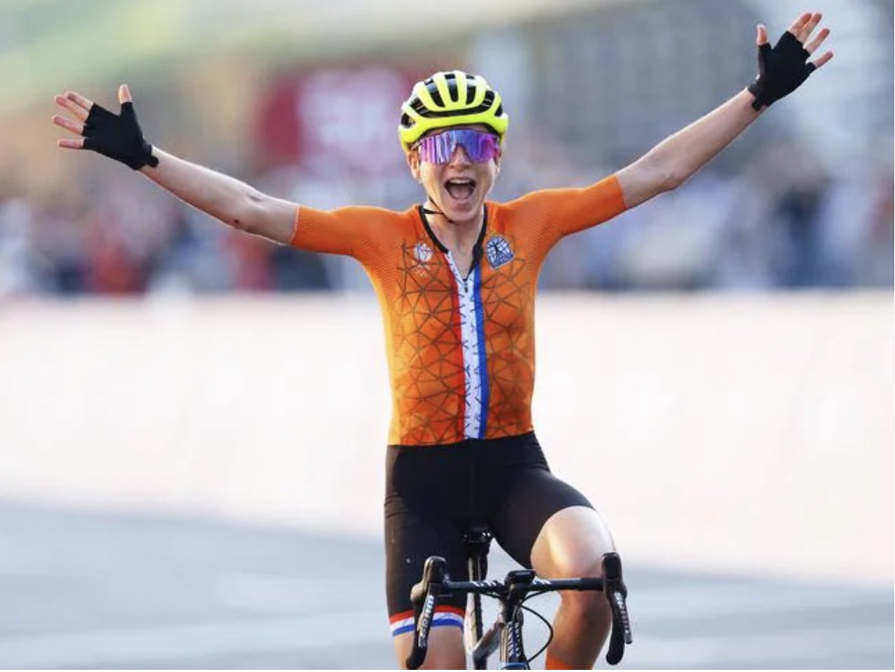 """Annemiek van Vleuten, a Dutch """"dishonored""""... a """"wrong"""" celebration of Olympic gold! Dutch Annemiek van Vleuten celebrated what she thought the road cycling gold medalist at the Tokyo Olympics before later finding out she was a somewhat embarrassing runner-up: the 'lucky bike' that was a gold contender at the 2016 Games before being hit An accident at the time prevented her from completing the race"""