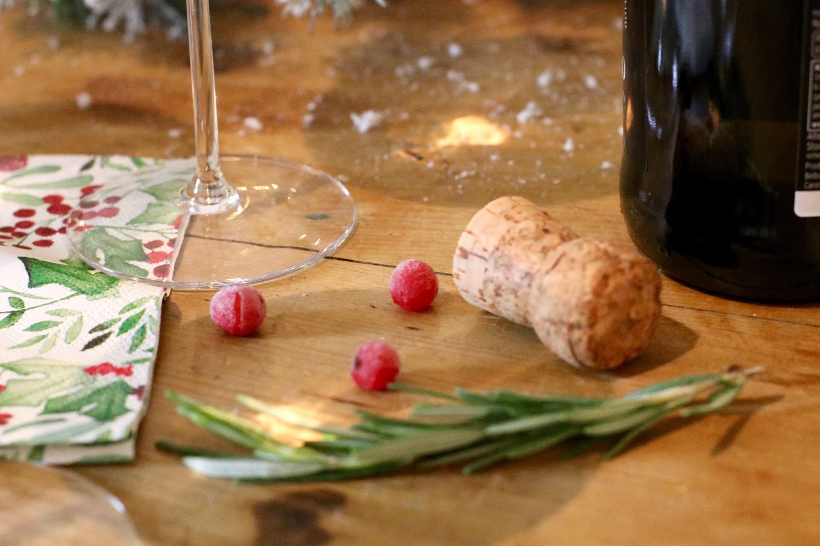 Festive-prosecco-Christmas-red-currants-rosemary-decor