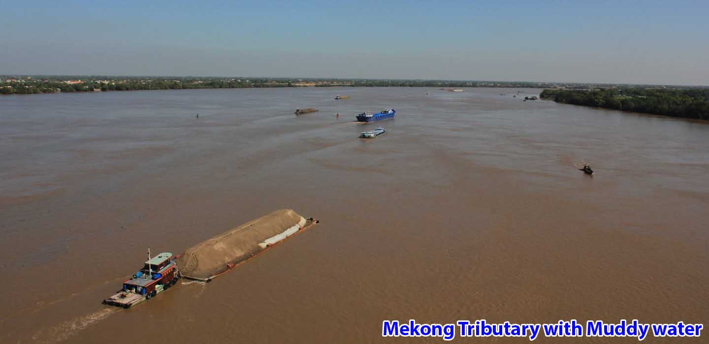 real-mekong-delta-tour-Mekong-Tributary-with-Muddy-water