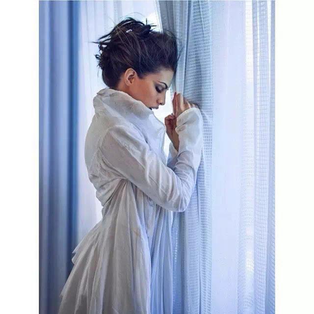 Jacqueline Fernandez updo hair