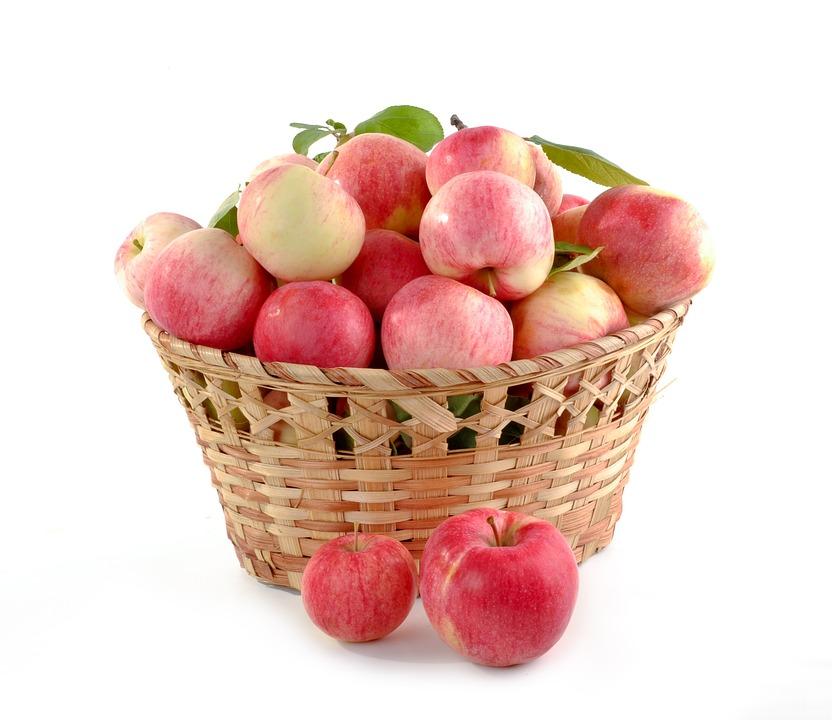 cesta con manzanas