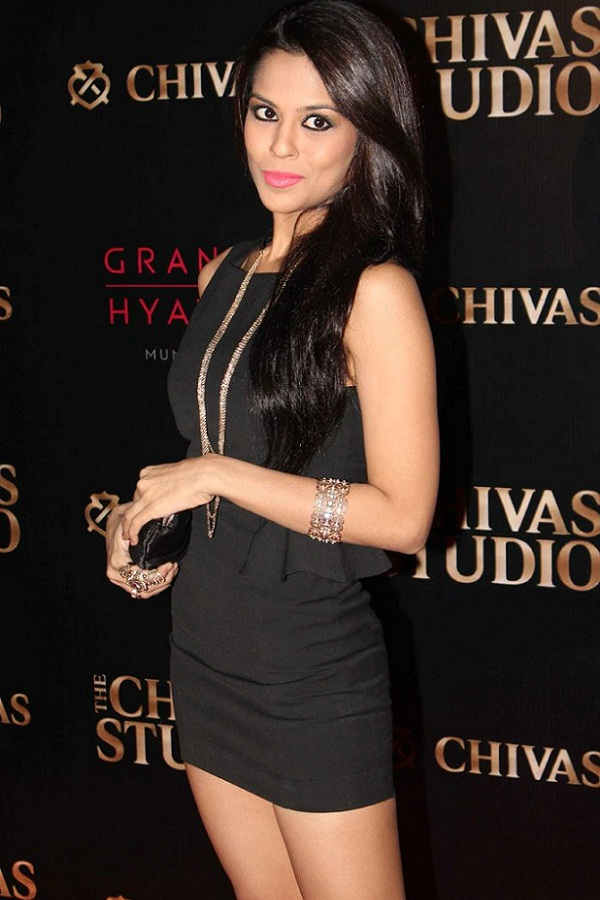 Wallpaper For College Girl Indian Beauties Sana Saeed