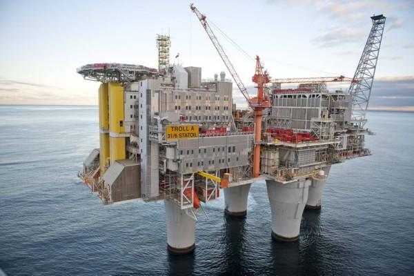 Екокатастрофа: Мистериозен петролен разлив, най-лошото тепърва предстои (ВИДЕО)