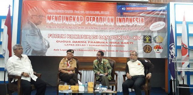 """OC Kaligis Serang Balik KPK Lewat Buku """"Peradilan Sesat"""""""