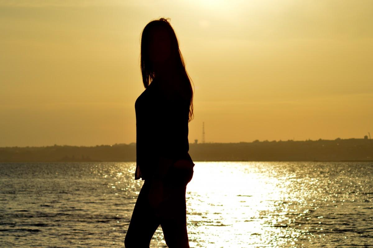 Aku Bukan Tempat Kamu Kembali Saat Terluka, Dan Kamu Tinggalkan Saat Kamu Bahagia. Maaf Aku Bukan Tempat Pelampiasan Buatmu !