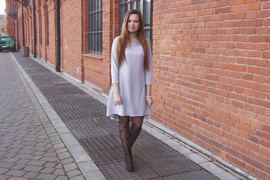 ❀ Szara, pikowana sukienka.