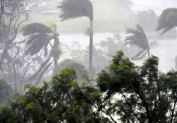 मौसम में बदलाव :  जिले में तेज आंधी -तुफान , मौसम विभाग ने दी चेतावनी