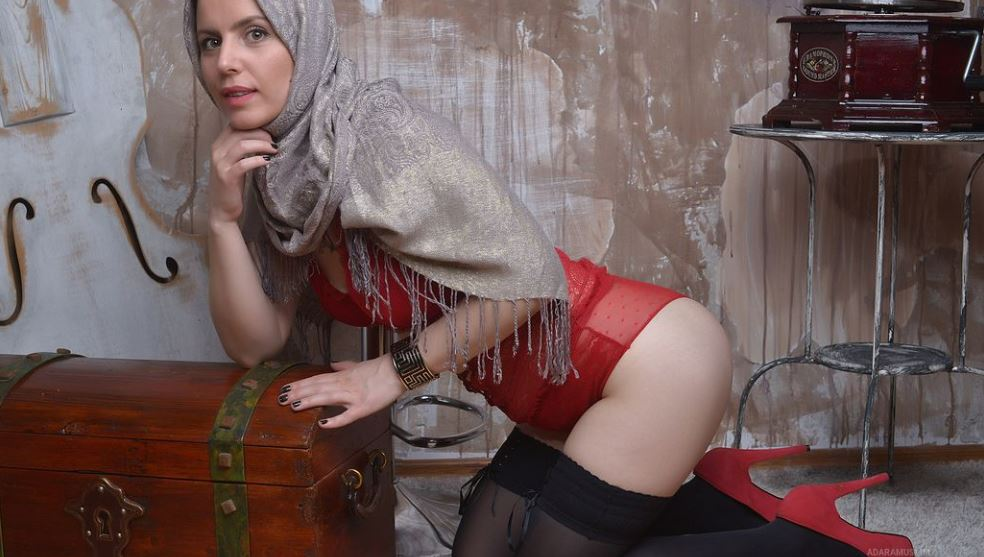 https://www.glamourcams.live/chat/AdaraMuslim