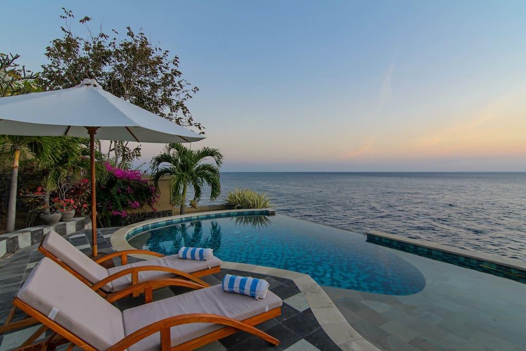 villa airbnb di pinggir pantai