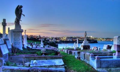 Ψυχοσάββατο: περίπατος στα Κοιμητήρια Ματαιότης ματαιοτήτων Σοφία Ντρέκου