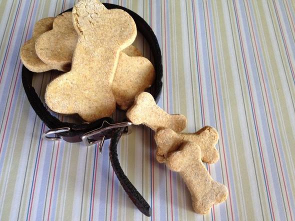 biscuits pour chien maison miam des biscuits. Black Bedroom Furniture Sets. Home Design Ideas