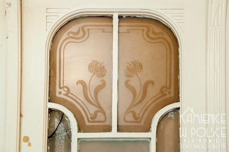 Cieszyn: secesyjne szklenie w drzwiach do mieszkania